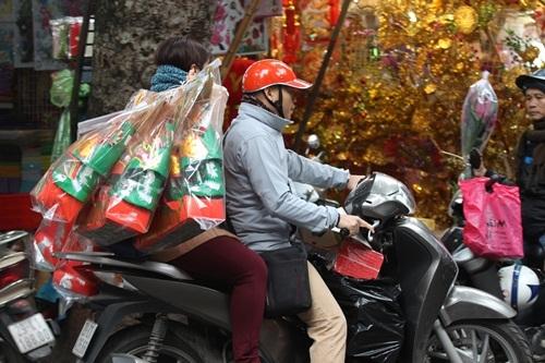 Từ xa xưa, người dân Việt đã ngưỡng mộ lòng chung thủy của Ông Táo và thờ cúng Ông Táo với hi vọng Táo Quân sẽ giúp họ giữ bếp lửa trong gia đình luôn nồng ấm và hạnh phúc. Chính vì thế, dù khó khăn, hay giàu sang trong gia đình Việt không ai có thể sao nhãng tục lệ này.