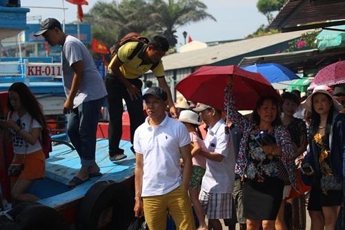 Hiện tại, trong một ngày Nha Trang đón tới 20 chuyến bay chở khách du lịch Trung Quốc đến.
