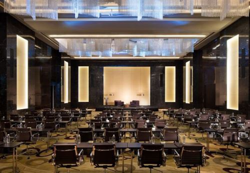 Phòng tiệc của JW Marriott Hà Nội khá rộng có sức chứa tới hàng trăm thực khách trong những sự kiện lớn trang trọng
