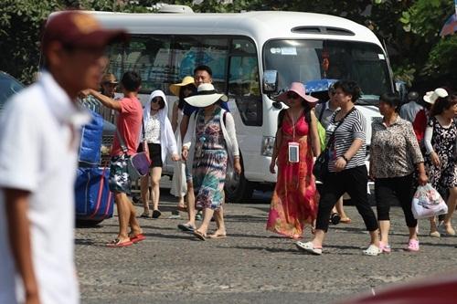Những ngày này tại bến tàu du lịch Nha Trang luôn nhộn nhịp khách Trung Quốc