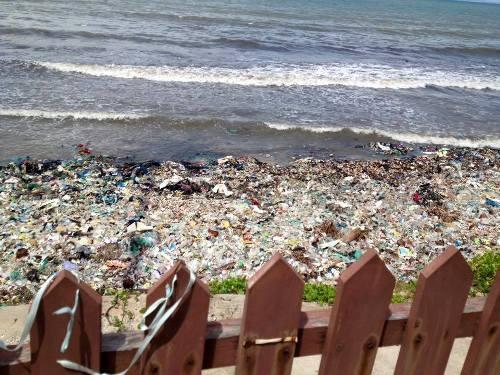 """Du lịch Bình Thuận lên tiếng về việc rác """"bao vây"""" Mũi Né - 1"""