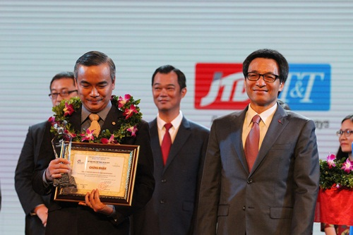 Ông cũng trao giải cho 10 doanh nghiệp lữ hành hàng đầu đưa khách vào Việt Nam