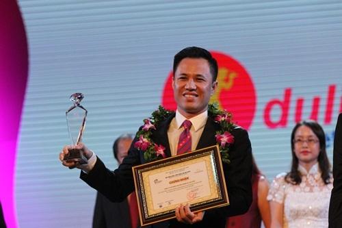 Niềm vui của các doanh nghiệp lữ hành hàng đầu Việt Nam khi được vinh danh trong ngày kỷ niệm thành lập ngành du lịch nước nhà.