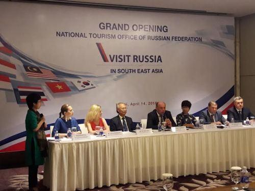 """Ngành du lịch """"siết"""" tình trạng nhập cảnh trái phép qua đường du lịch sang Nga - 1"""