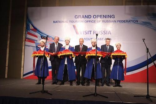Tổng cục Du lịch Liên Bang Nga đã tổ chức Lễ khai trương văn phòng Du lịch Quốc gia Liên Bang Nga Visit Russia tại Đông Nam Á đặt tại Hà Nội- Việt Nam. Việc đặt văn phòng tại Hà Nội hứa hẹn sẽ thúc đẩy sự hợp tác du lịch giữa hai quốc gia. Tuy nhiên, vấn nạn mượn đường du lịch để nhập cảnh trái phép đang làm dấy lên những lo ngại sẽ ảnh hưởng không nhỏ đến sự phát triển du lịch giữa hai quốc gia