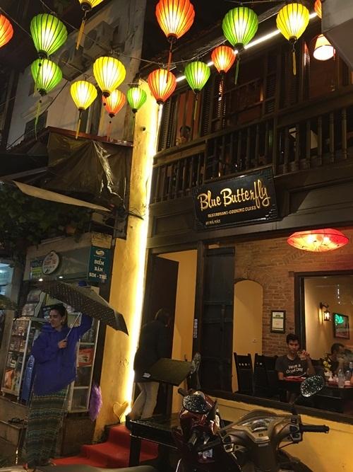 Những nhà hàng trên phố Mã Mây như thế này hy vọng sẽ được phục khách du lịch thâu đêm