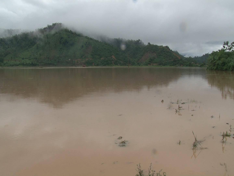 Cánh đồng lúa của bà con huyện Quế Phong bị nước lũ nhấn chìm (Ảnh: TT-TH Quế Phong)