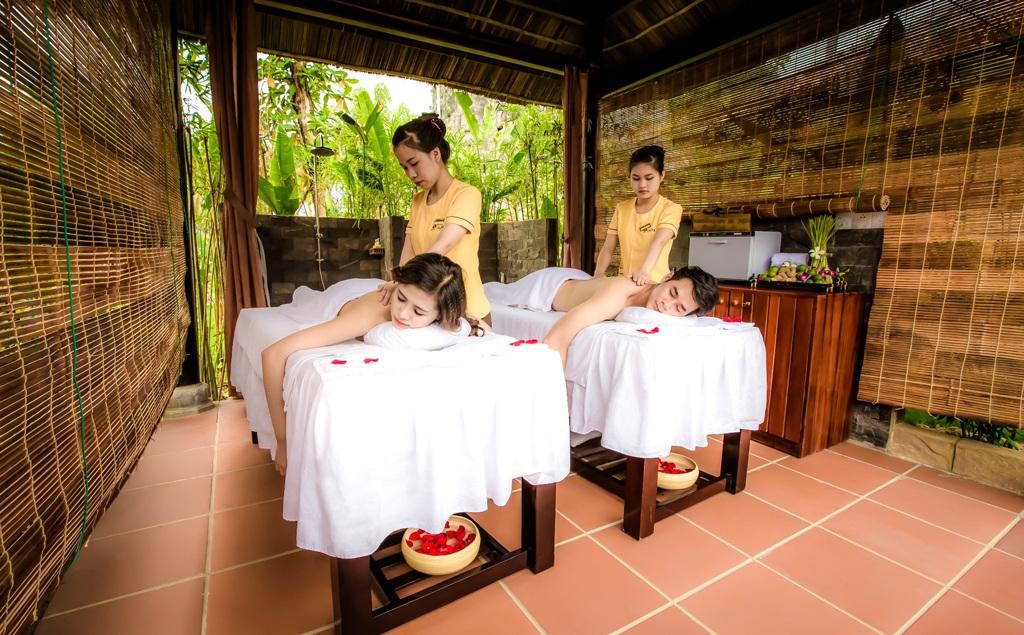 Massage chân Galina: bao gồm các thao tác massage, bấm huyệt chuyên nghiệp kết hợp với ngâm chân trong thảo dược giúp máu lưu thông được một cách dễ dàng,....