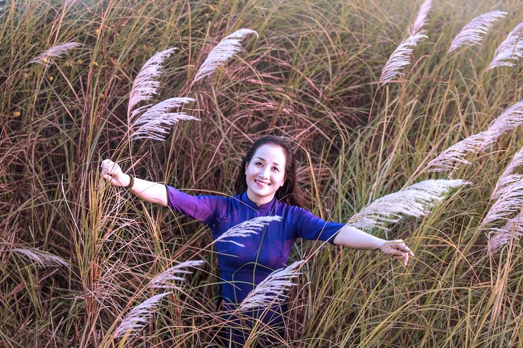 Chiêm ngưỡng cánh đồng cỏ lau trắng muốt bên dòng sông Lam - 10