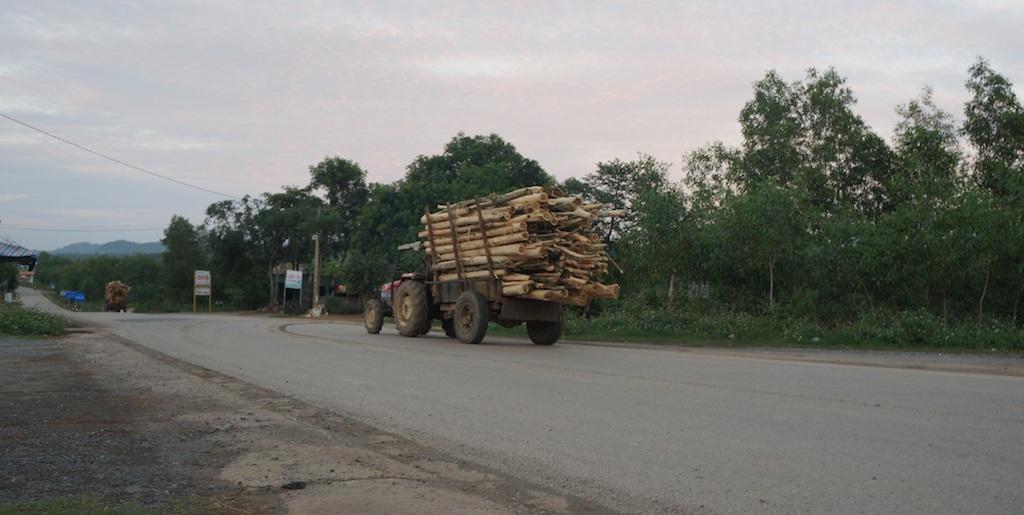 """Xe quá tải """"biến tướng"""" tung hoành trên đường Hồ Chí Minh - 5"""