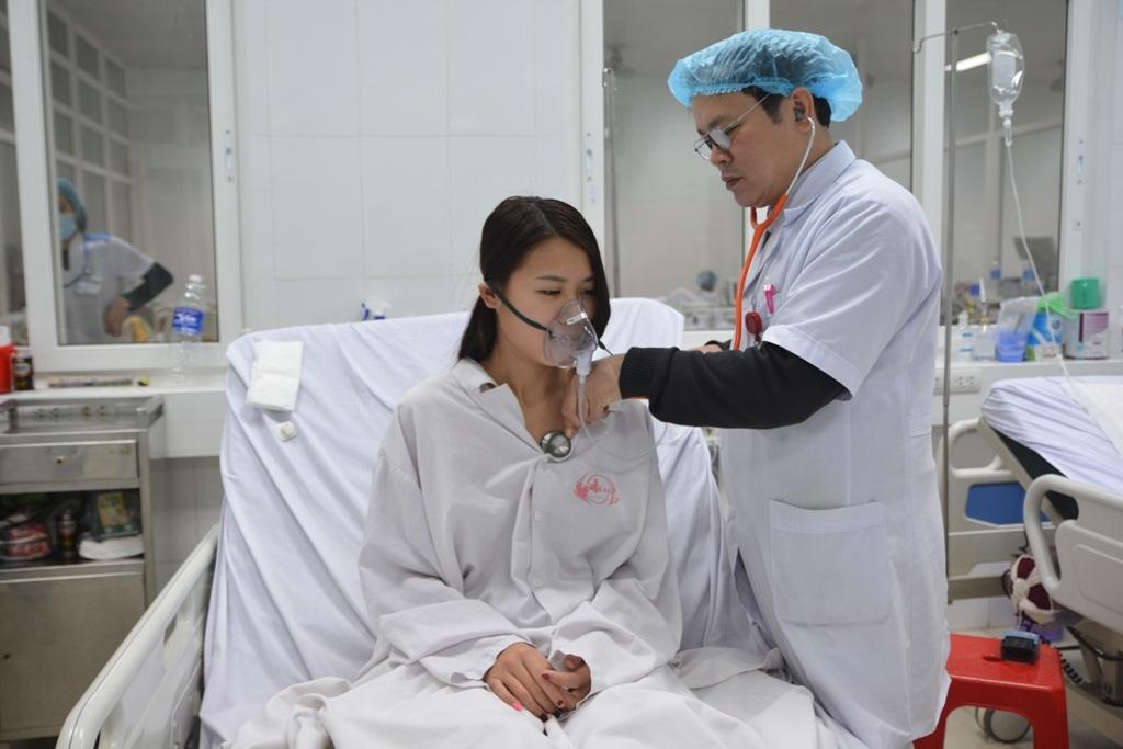 Bệnh nhân Đậu Thị Hạnh đang điều trị tại khoa Hồi sức Tích cực chống độc.