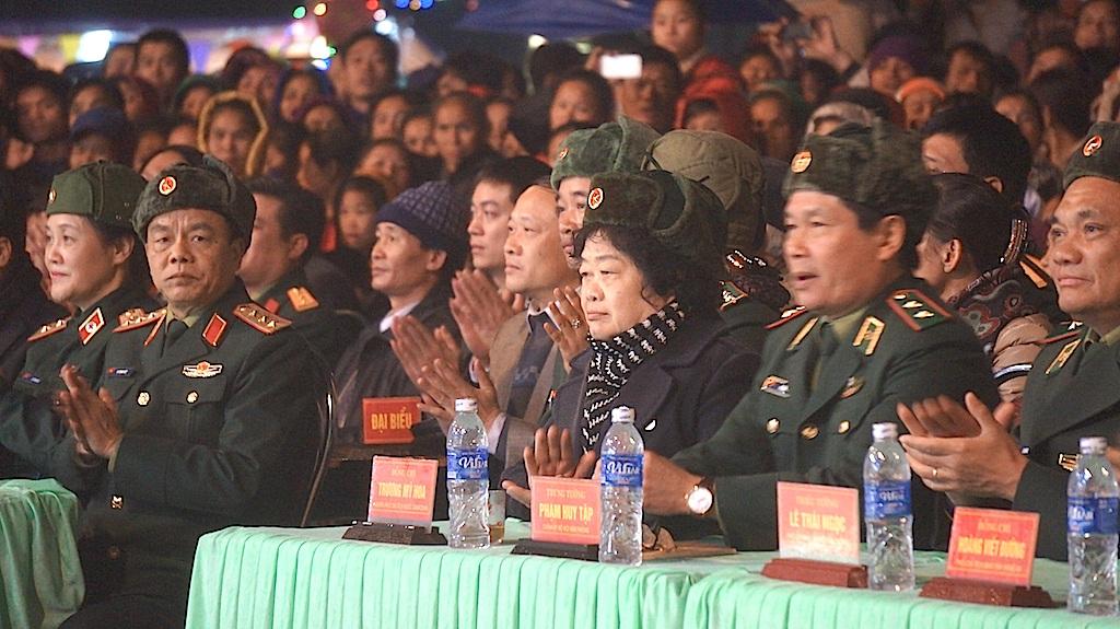 Lãnh đạo Đảng, Nhà nước có mặt tham dự chương trình Xuân biên cương - Nâng bước em đến trường tại xã biên giới Tri Lễ, huyện Quế Phong, tỉnh Nghệ An.
