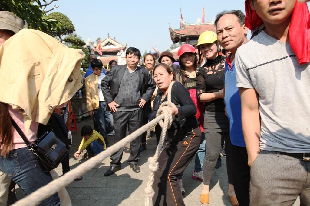 Cuối buổi lễ là các hoạt động vui chơi thể thao, đẩy gậy, cờ tướng của các đơn vị phường, xã trong thành phố tham gia, góp phần cho lễ hội thêm sôi động.