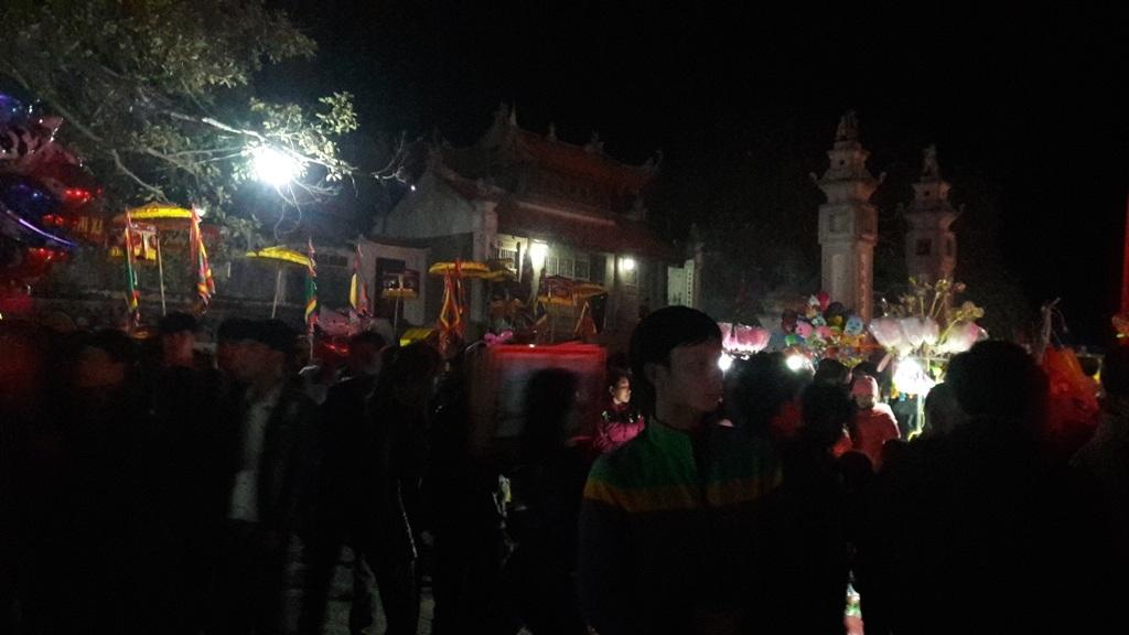 Ngàn người chen chân dự đêm khai hội đền Cờn - 3