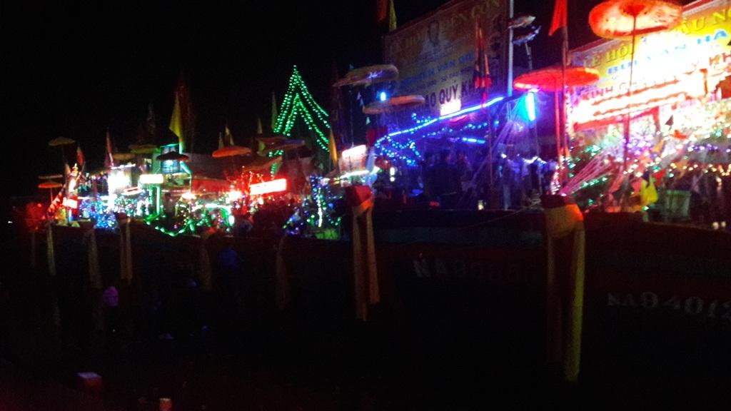 Ngàn người chen chân dự đêm khai hội đền Cờn - 5
