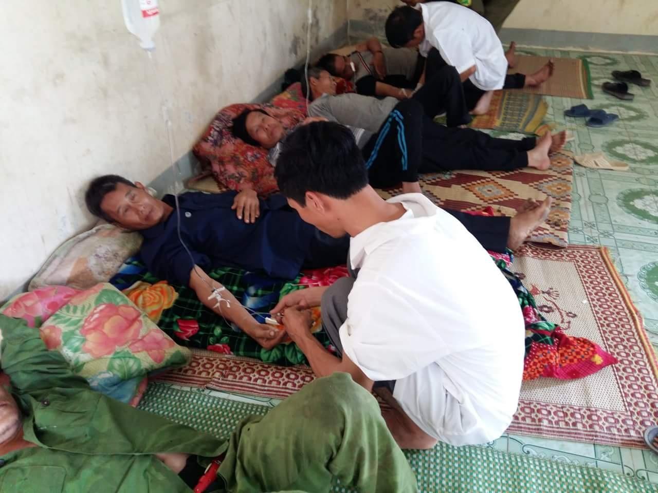 Đội ngũ quân y Bệnh xá Quân dân y kết hợp Tiểu khu 50 trong một chuyến cai nghiện tại cộng đồng.