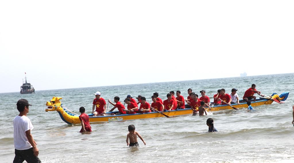 Cuộc đua quyết liệt trên biển.