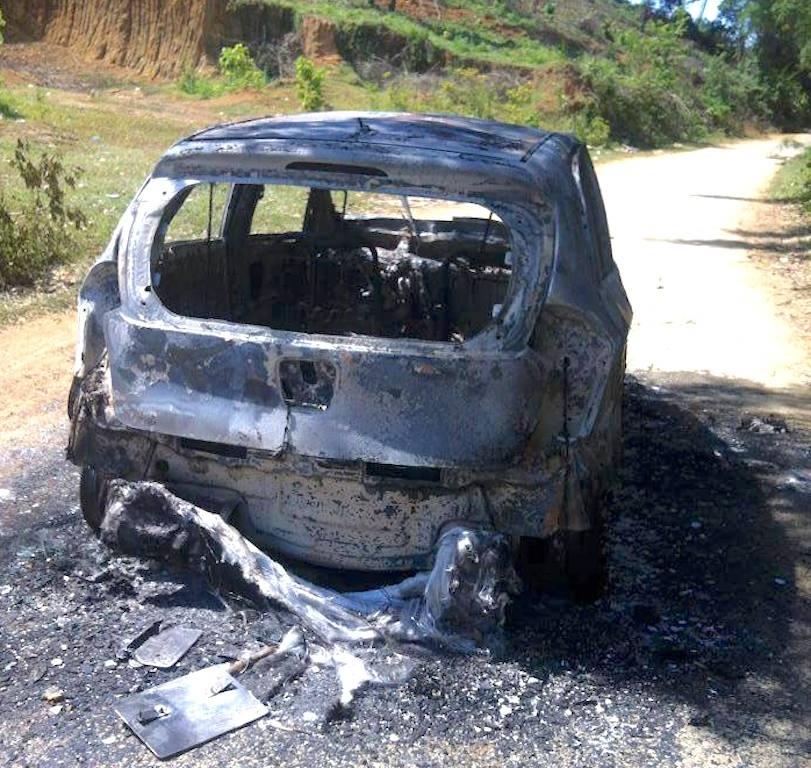 Chiếc xe cháy trơ khung (Ảnh: Tá Kiên)