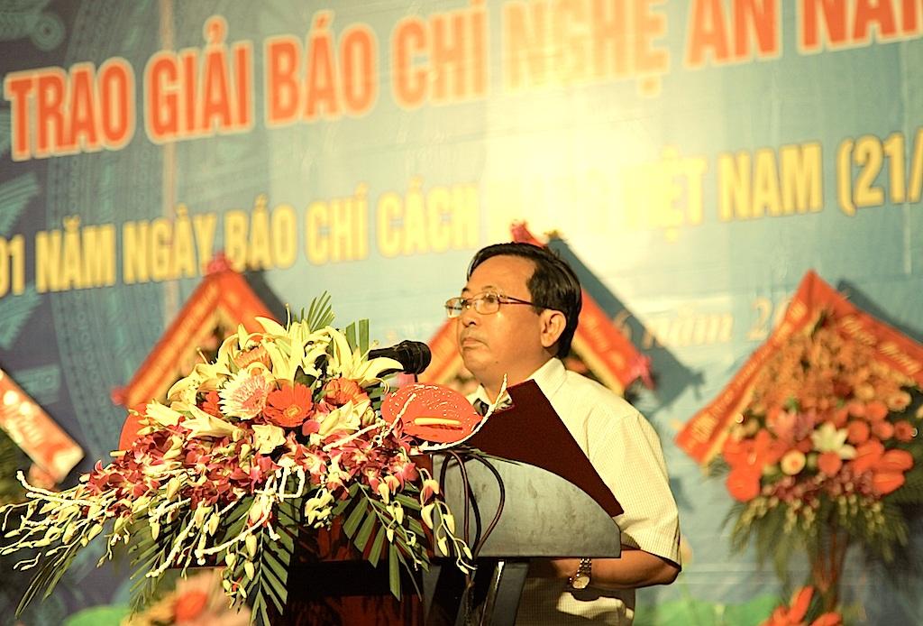 Ông Trần Duy Ngoãn - Chủ tịch Hội nhà báo Nghệ An đã ôn lại chặng đường hào hùng của báo chí Việt Nam nói chung và báo chí Nghệ An nói riêng.