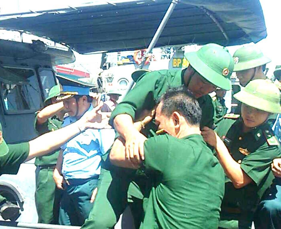 Hình ảnh phi công Nguyễn Hữu Cường khi trở về đất liền - 4