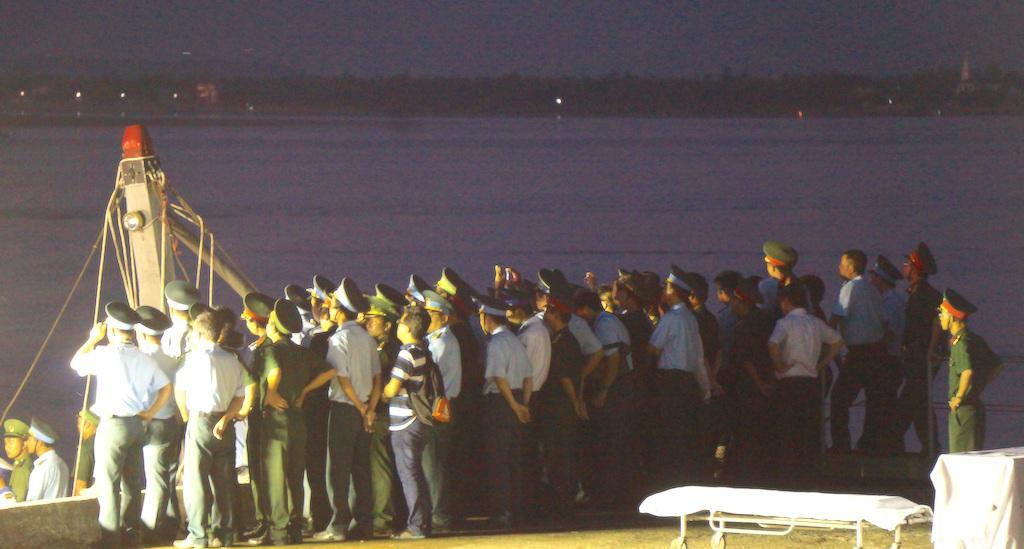 Người lính phi công trở về và lễ khâm liệm ngay trên cầu cảng - 7