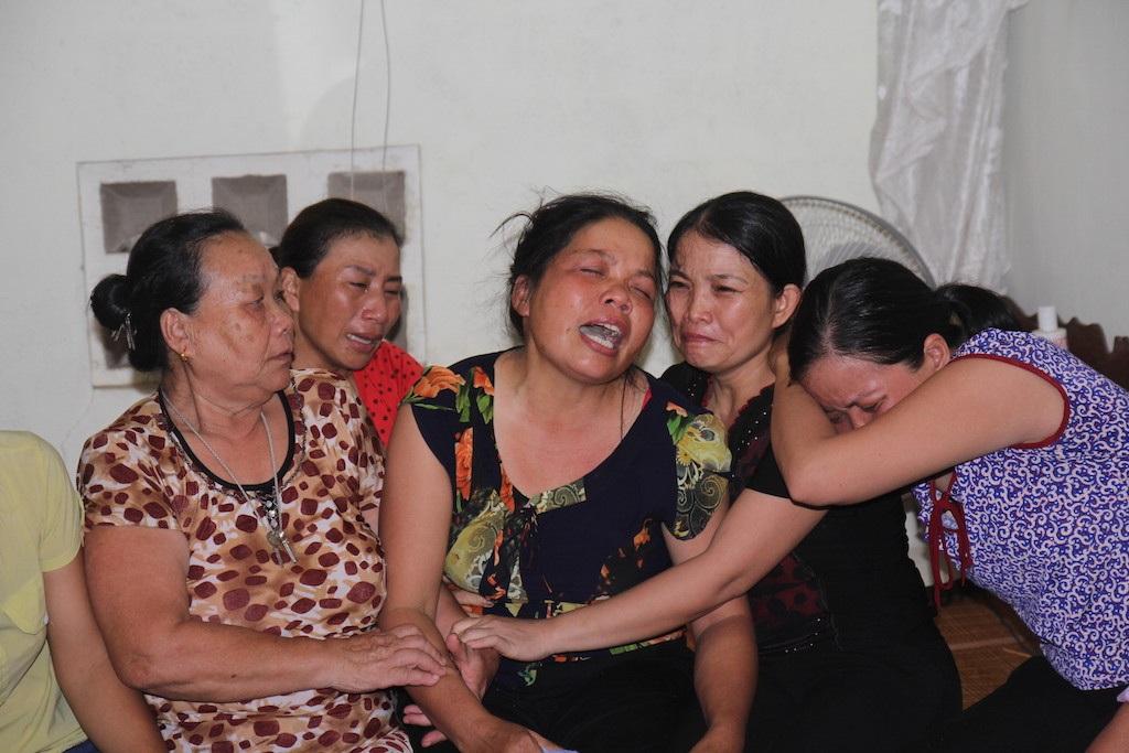Mẹ Hiền đau đớn tột cùng. Nỗi đau giằng xé tâm can của bà chắc không bao giờ vơi.