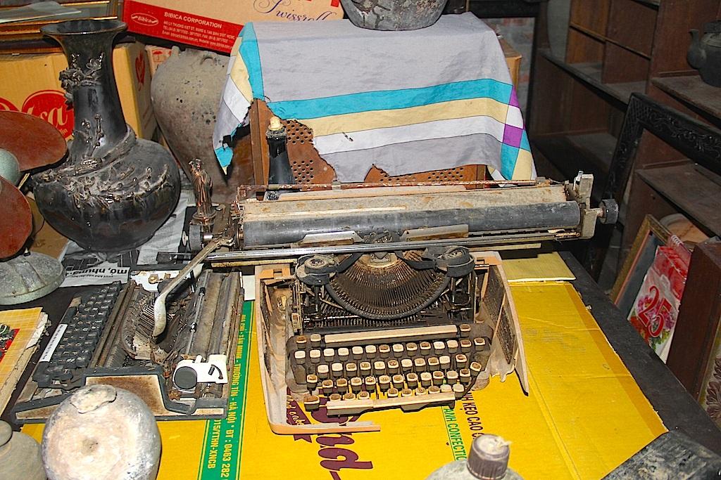 Máy đánh chữ Adler mà các nước xã hội chủ nghĩa cung cấp cho Việt Nam.
