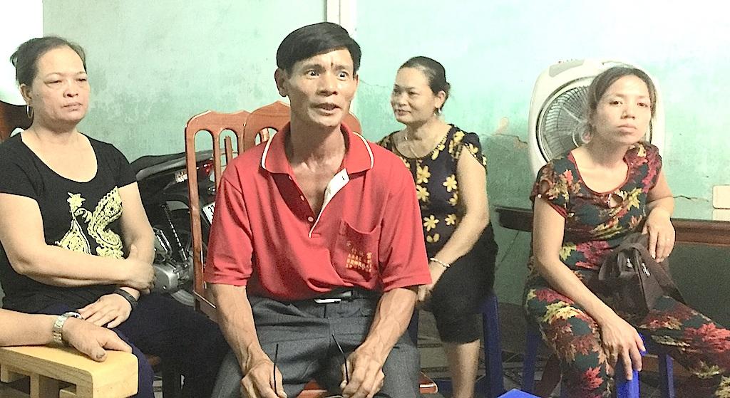 Anh Nguyễn Văn Mãn cùng nhiều người dân xã Diễn Hạnh bức xúc vì xã lập ra quá nhiều khoản thu vô lý.