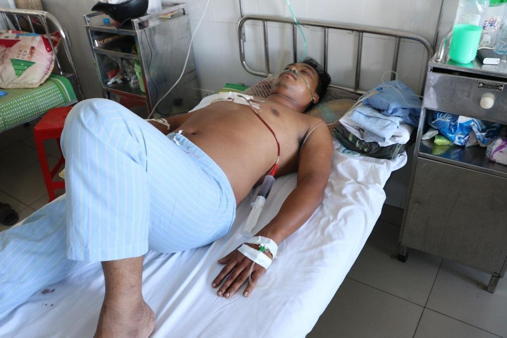 Hiện anh Phước đã được phẫu thuật cứu sống và đang được điều trị, theo dõi tại BVHNĐK Nghệ An.