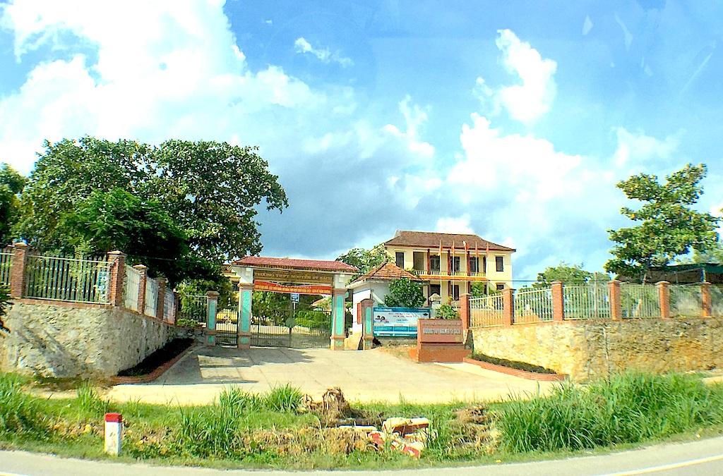 Trường THPT Nguyễn Sỹ Sách - nơi em Hòa học.