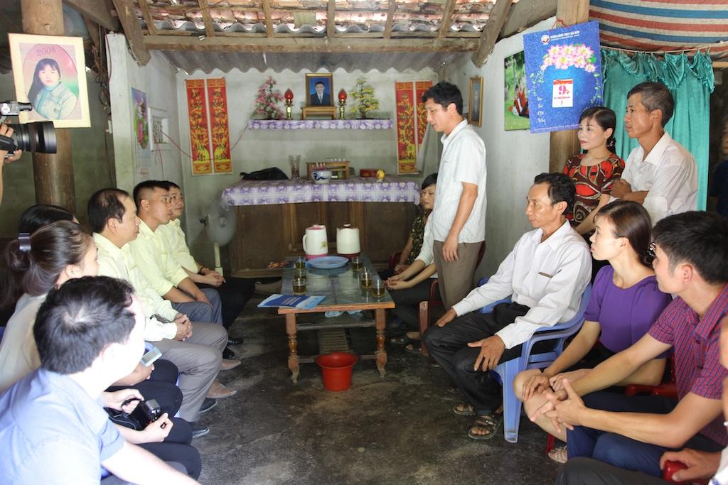 Ông Nguyễn Mỹ Tặng - Phó Bí thư Huyện ủy Thanh Chương phát biểu tại buổi lễ trao quà.