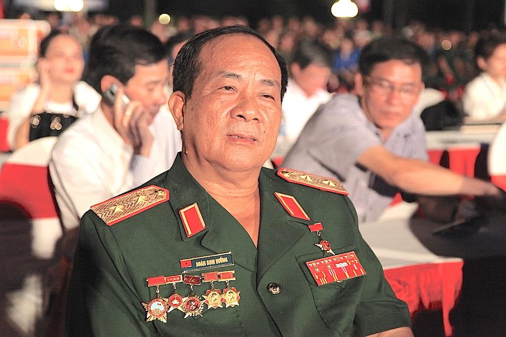 Trung tướng Đoàn Sinh Hương tham dự chương trình nghệ thuật: Truông Bồn - Bản hùng ca bất tử.