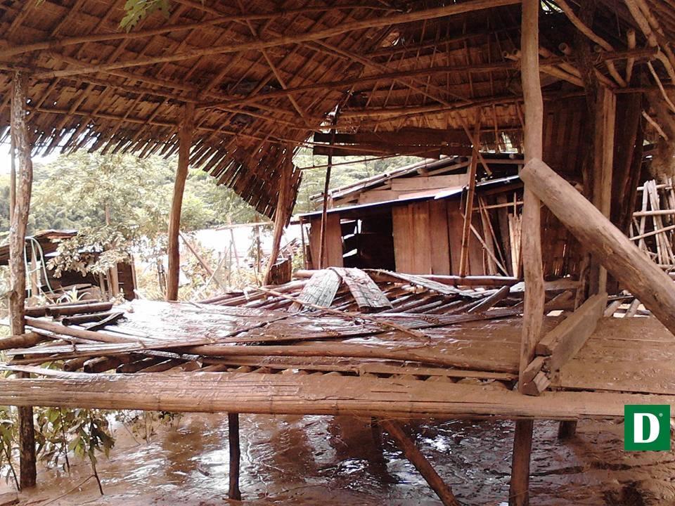 Một căn nhà ngập bùn.