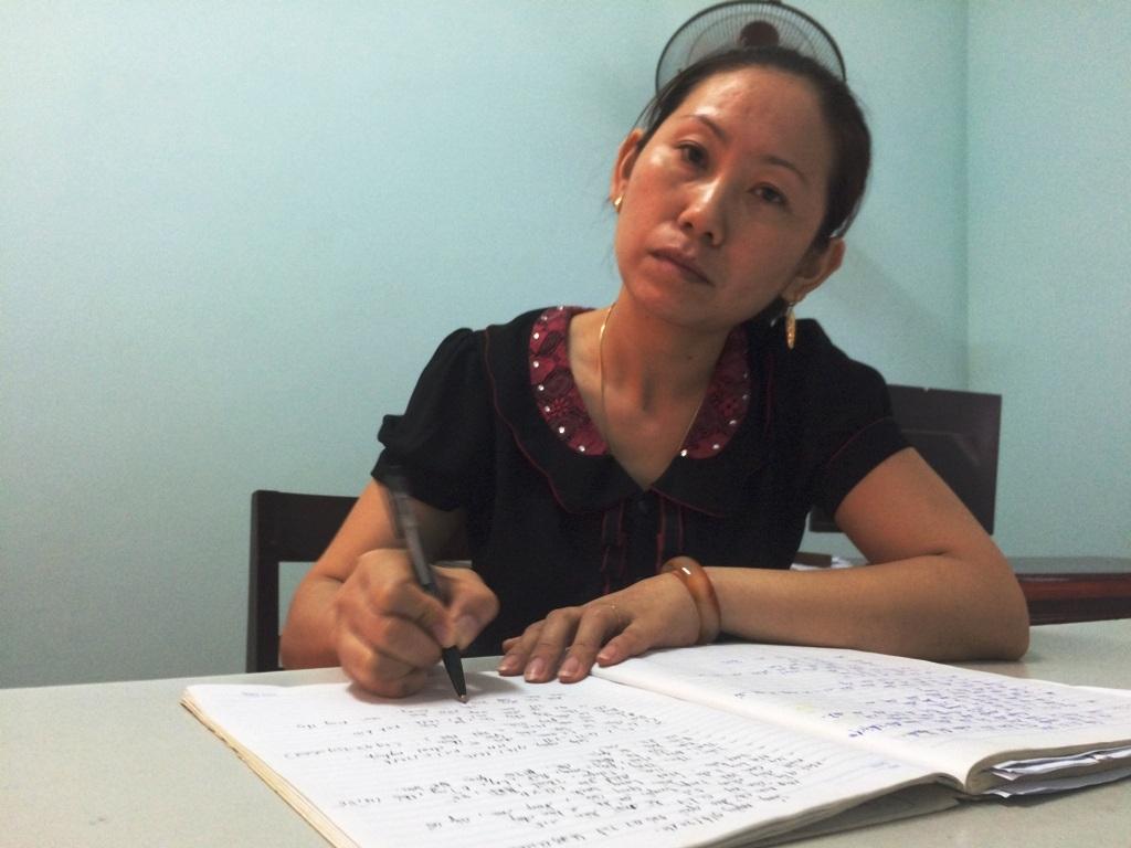 Bà Nguyễn Thị Thu cán bộ địa chính xã.