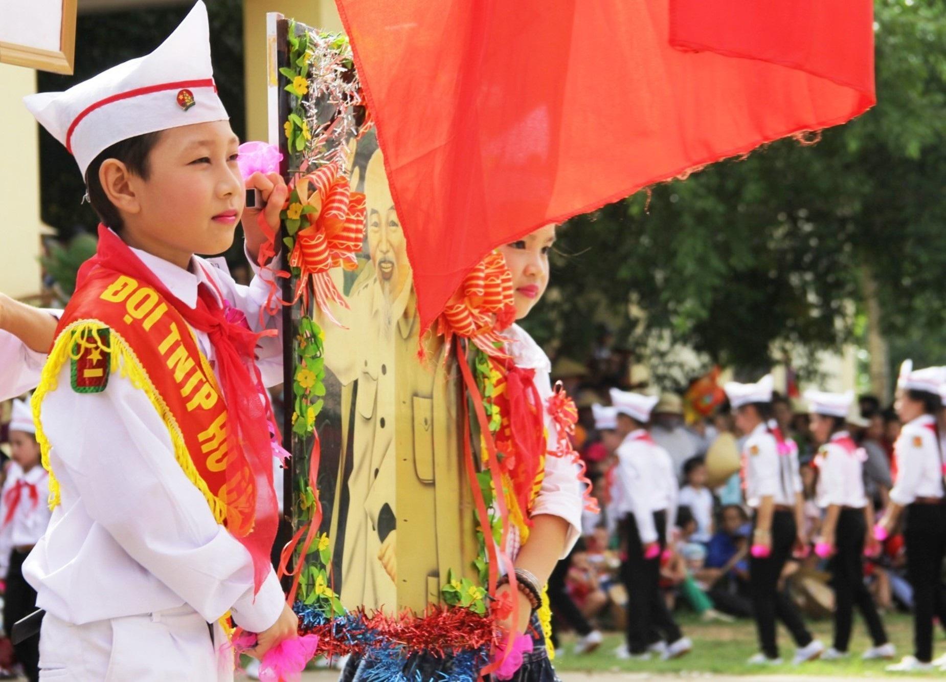 Thiếu nhi rước ảnh Bác Hồ trong ngày Lễ trọng đại của đất nước.