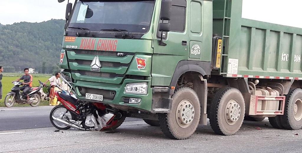 30 phút, 3 người thương vong vì tai nạn giao thông - 1