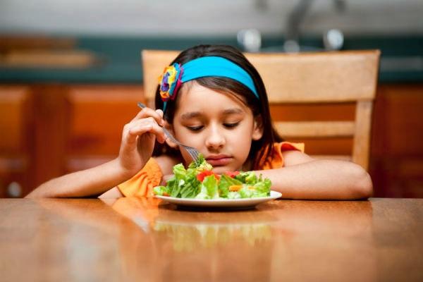 Trẻ biếng ăn là một trong những điều khiến cha mẹ đau đầu.