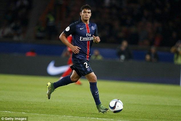 1. Thiago Silva (Paris Saint-Germain và Brazil): Không chỉ tờ Daily Mail, nhiều tờ báo uy tín lẫn các chuyên gia bóng đá đều có chung quan điểm Thiago Silva chính là trung vệ số một thế giới hiện nay.
