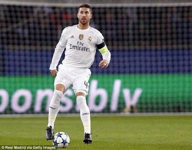 """3. Sergio Ramos (Real Madrid và Tây Ban Nha): Trung vệ Manchester United rất muốn chiêu mộ trong kỳ chuyển nhượng mùa hè qua nhưng bất thành. Tương tự người đồng đội Pique, Ramos là hậu vệ có """"số má"""" suốt nhiều năm qua và sở hữu bộ sưu tập danh hiệu rất đồ sộ. Nếu so với trung vệ của Barca, cựu cầu thủ Sevilla thậm chí đang có phần trội hơn nhờ sự ổn định."""