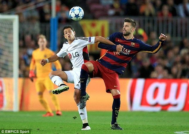 9. Gerard Pique (Barcelona và Tây Ban Nha): Ở tuổi 28, Pique sở hữu bộ sưu tập danh hiệu đồ sộ và đầy đủ mọi chiếc cúp danh giá nhất. Trở về sau chuyến lưu lạc tại Manchester, anh trở thành hòn đá tảng ở trung tâm hàng phòng ngự Barca rồi đội tuyển Tây Ban Nha. Cống hiến của Pique đã góp phần không nhỏ giúp bóng đá xứ sở bò tót xây dựng và duy trì được sự thành công trong khoảng thời gian đáng kinh ngạc.