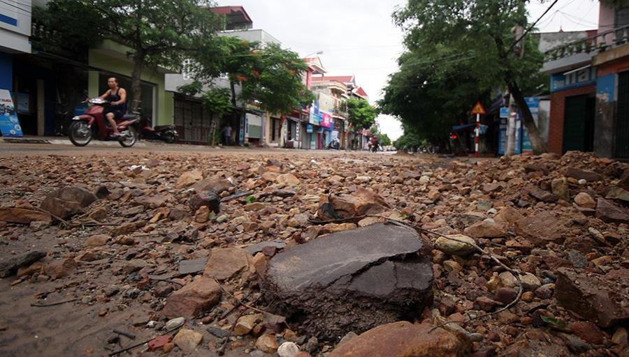 Trước đó, vào chiều ngày 18/8, tại Đồ Sơn đã có mưa rất to kéo theo rất nhiều bùn đất, đá.