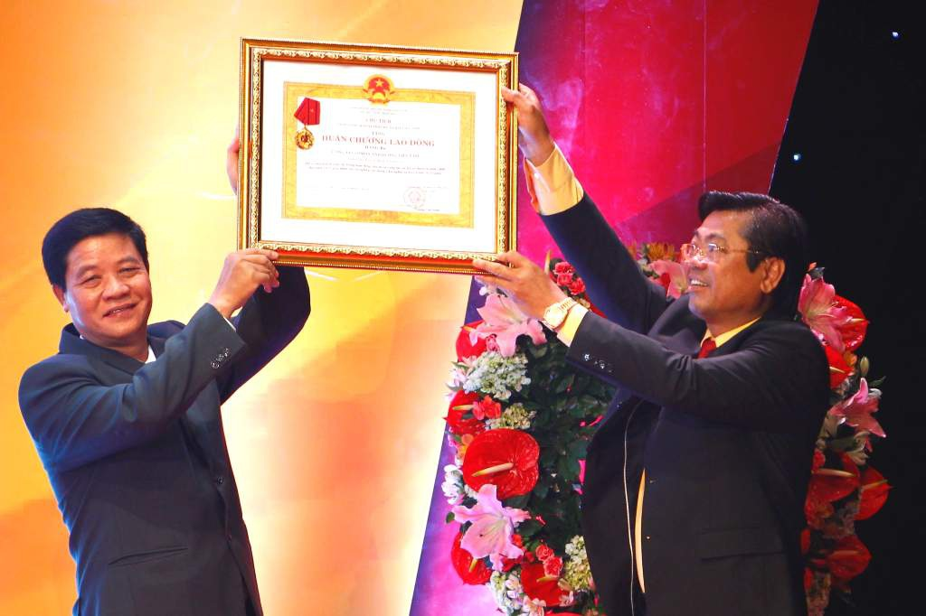 Công ty cổ phần Ánh Dương Việt Nam vinh dự đón nhận Huân chương Lao động hạng Ba do Chủ tịch nước trao tặng