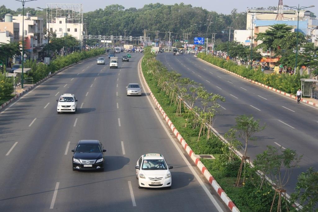 Đường Phạm Văn Đồng đã thông suốt từ nút giao Nguyễn Thái Sơn (quận Gò Vấp) đến ngã tư Linh Xuân (quốc lộ 1) dài 12/13,6 km toàn tuyến