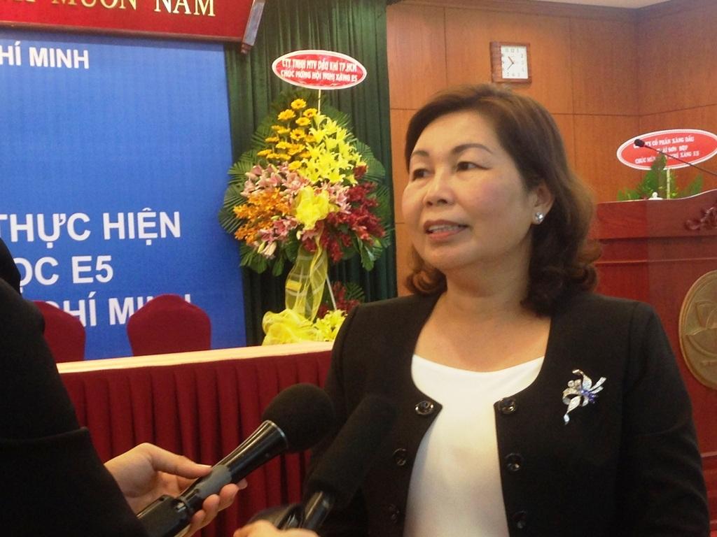 Bà Lê Ngọc Đào – Phó Giám đốc Sở Công thương TP trao đổi với báo chí tại hội nghị sơ kết 1 năm triển khai phân phối xăng sinh học E5 trên địa bàn thành phố, ngày 18/12