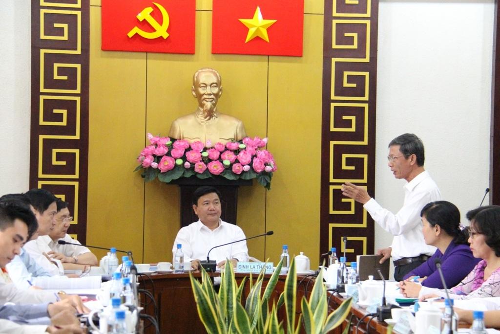 Ủy viên Bộ Chính trị, Bí thư Thành ủy Đinh La Thăng làm việc với quận ủy quận 1