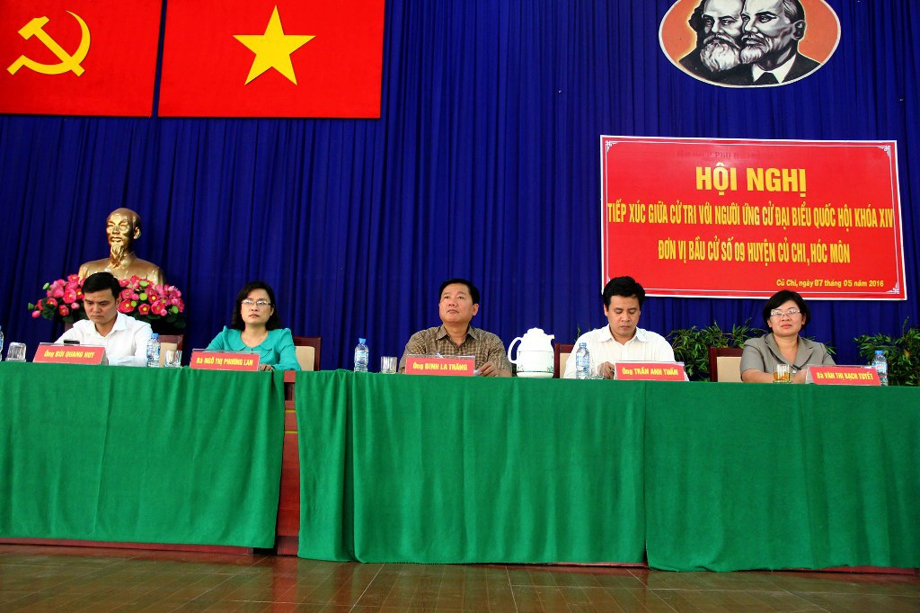 Ứng viên đại biểu Quốc hội khóa XIV tiếp xúc với cử tri huyện Củ Chi (ảnh Nguyễn Quang)