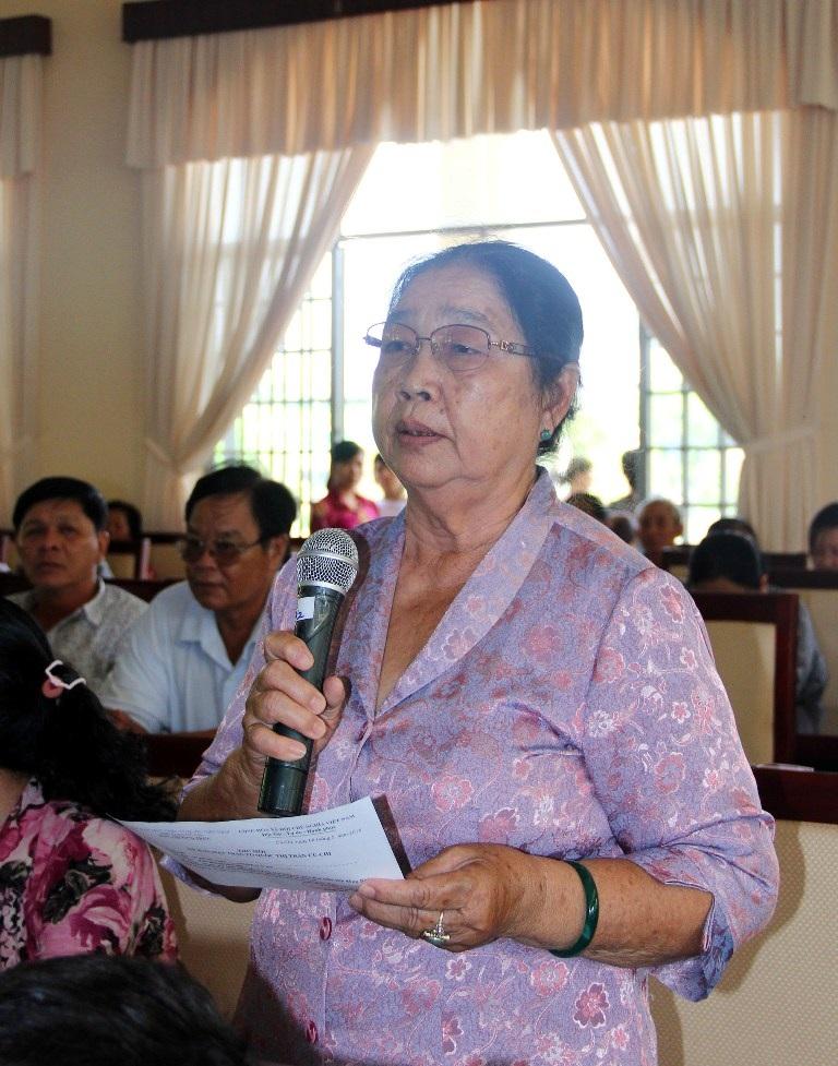 Cử tri Phan Thị Xuân mong ngành giáo dục đừng chạy theo thành tích (ảnh Nguyễn Quang)