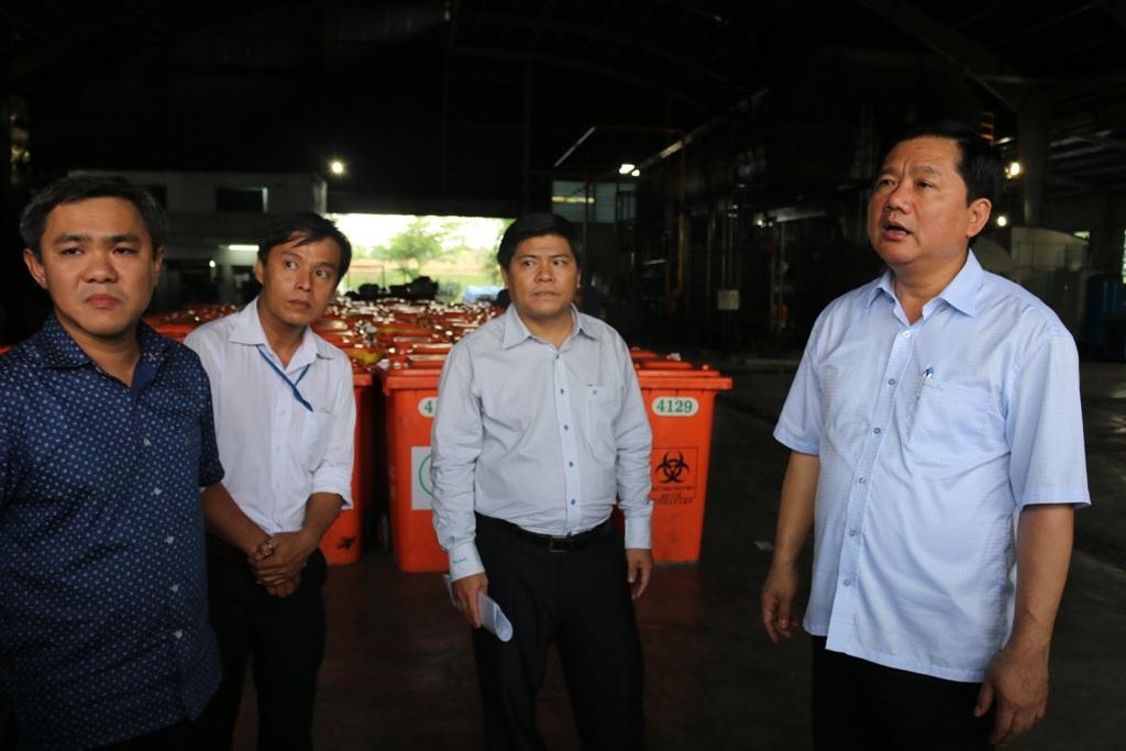 Bí thư Thành ủy TPHCM Đinh La Thăng thị sát bãi rác Đông Thạnh sau buổi tiếp xúc cử tri huyện Hóc Môn ngày 11/5