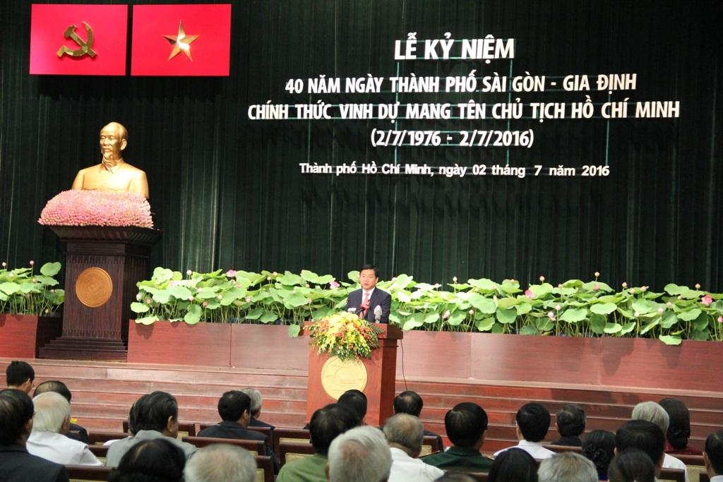 Bí thư Thành ủy TPHCM Đinh La Thăng cho biết TP sẽ quyết tâm đi trước và về đích trước để xứng đáng với danh hiệu Thành phố Anh hùng