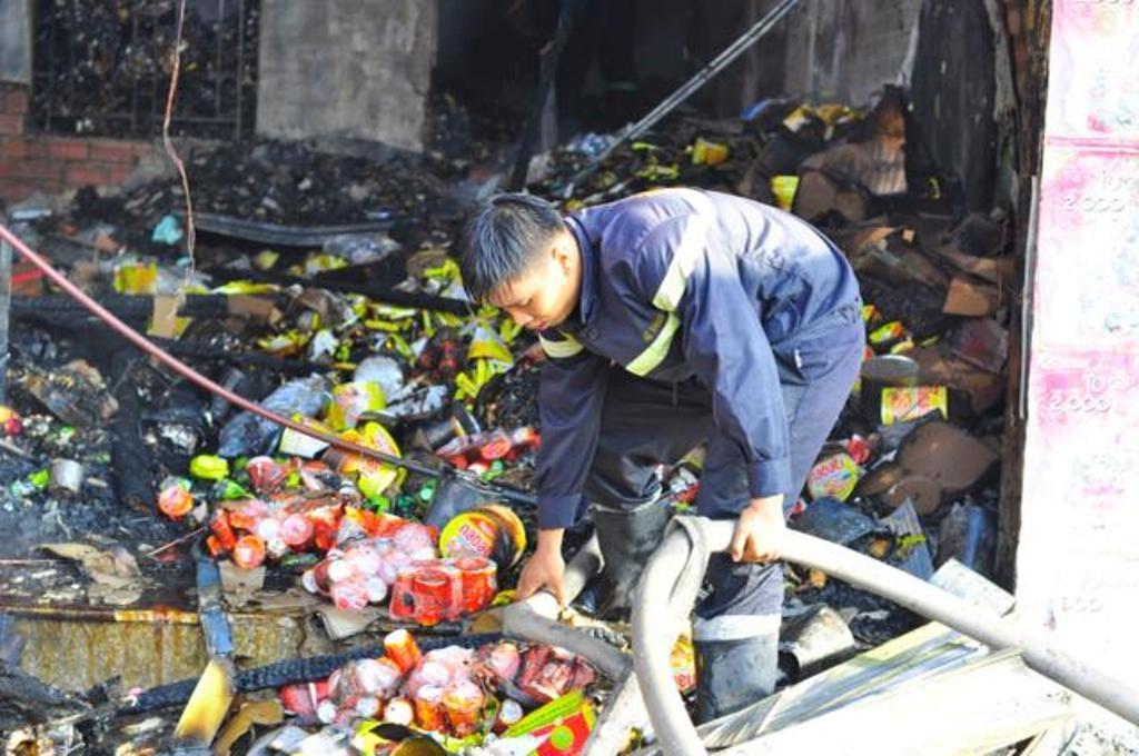 Nhiều vật dụng trong ngôi nhà bị cháy rụi